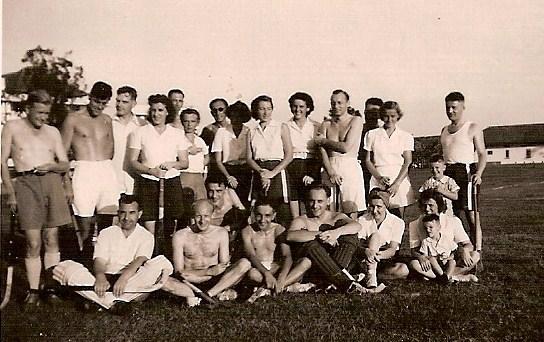 Sam (mijn vader) links op de foto.