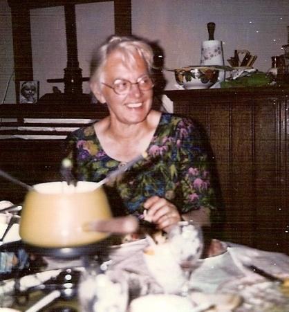 Mijn moeder aan de fondue.