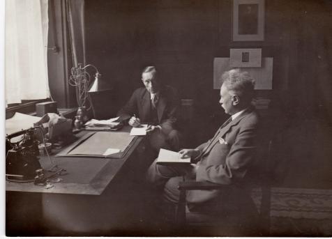 Willem in zijn werkkamer