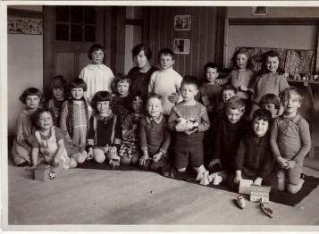 Oom Rob in de kleuterklas. tweede vooraan van rechts.