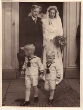 Sam en Bram als bruidsjonkers bij het huwelijk van Mar en Lien. Mar, jongste broer van mijn vader.