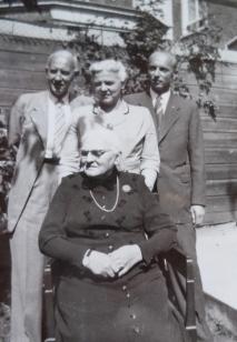 Oma Reindersma en haar kinderen. Rob, Auk, Reinder