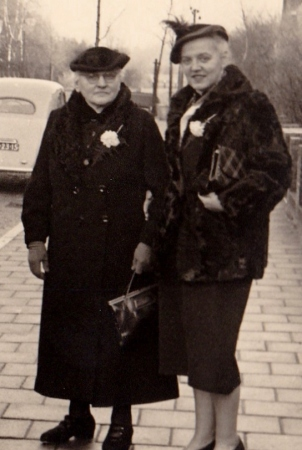 Lefferdina Süthoff en Aukje Reindersma. Moeder en dochter.