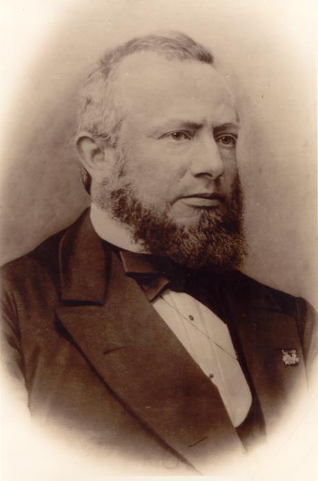 2. De heer D.C.L. Neelmeyer, hoofd van de Koningsschool in Apeldoorn.