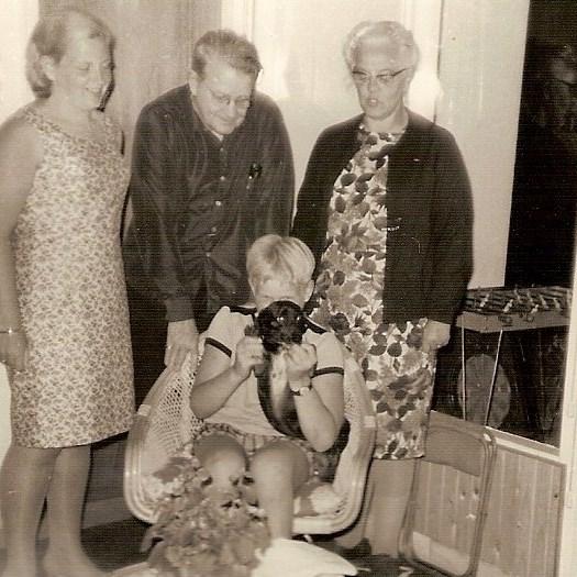 Caroline, mijn vader, moeder, Guus en Dino