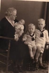 Oma Dunlop, Sam, Bram, Caroline