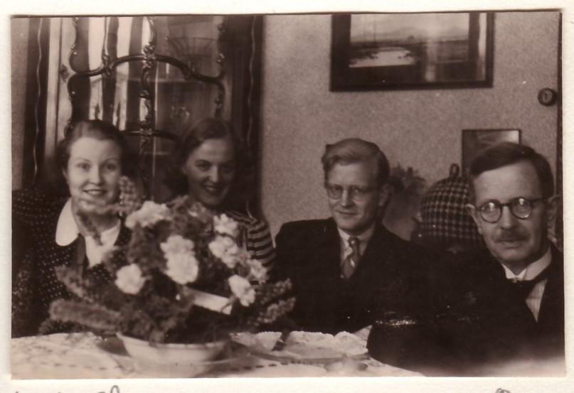 Ela, Auk, Sam en Sams vader